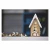 Kép 5/6 - EMOS LED dekoráció, fa házikó hóemberekkel, 28.5 cm, 2x AA, beltéri, meleg fehér, időzítő